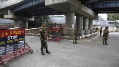 Най-малко 300 политици от Кашмир са задържани от индийските власти