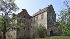 Ако имате $13 хиляди и се чудите къде да ги вложите, купете си този чешки замък