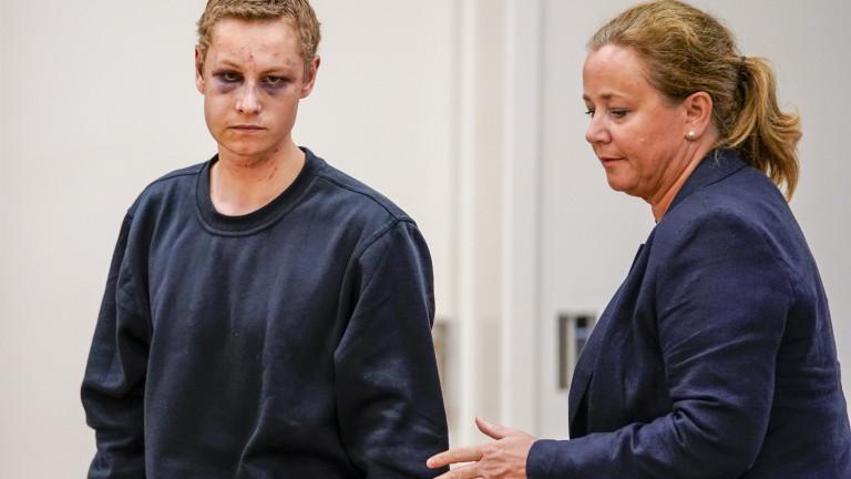 Заподозреният за стрелбата в джамия край Осло Филип Мансхаус отива