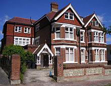 Цените на английските жилища стабилни за втори пореден месец