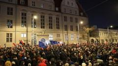 Управляващите в Полша склонни да се откажат от спорния закон за съдебната система