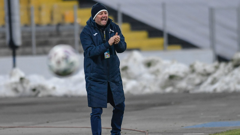 Стоянович е безкрайно недоволен от новите централни защитници