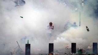 Със сълзотворен газ отблъскват английските фенове в Марсилия