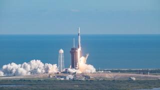 Dragon 2 се скачи с МКС