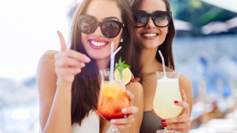 Красиви жени, евтин алкохол и денонощен купон: българското Черноморие се