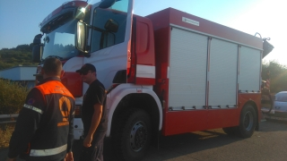 Шофьор на пожарна и двама огнеборци пострадаха при катастрофа