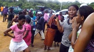 Най-малко 11 загинали деца при врязването на автобус в шествие в Нигерия