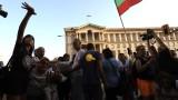 Протестът ескалира - Дариткова и Нинова бяха блокирани в БНТ