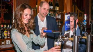 С кого Уилям и Кейт пиха по една бира