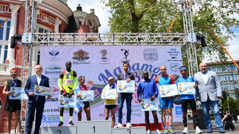 Министърът на младежта и спорта в оставка Красен Кралев награди