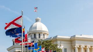 Федерален съд временно блокира тежкия закон за забрана на абортите в Алабама