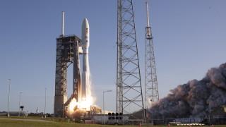 Как космическата надпревара на милиардерите може да стане трамплин за замърсяване