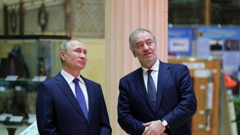 Русия има двама царе, единият в Кремъл и другият, който