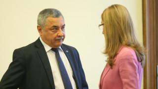 """Ангелкова недоумява ежегодните панаири в """"Слънчев бряг"""""""