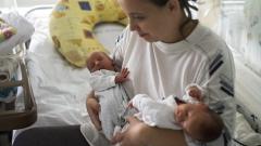 """10 пъти по-малко плачат бебета, имащи контакт """"кожа в кожа"""" с майката"""