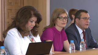 Захариева убедена, че ЕС ще е по-силен след кризата