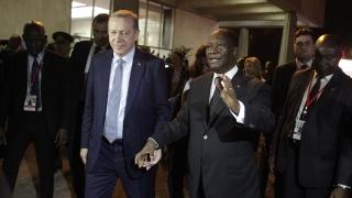 """Турската артилерия обстрелва """"Ислямска държава"""" в Сирия"""