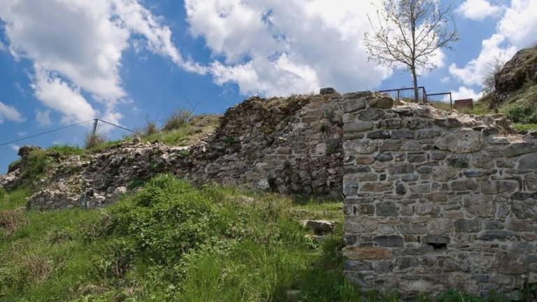 """Държавата прехвърля собствеността върху """"Момчилова крепост"""" на община Смолян"""