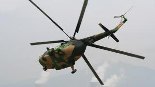 В Индия се разби военен хеликоптер