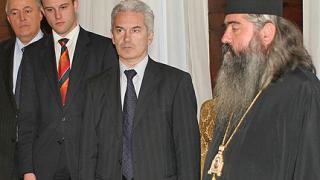 Сидеров си свали партийната значка в Синода