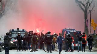 Ултраси на Лион пострадаха при сблъсъци в Барселона