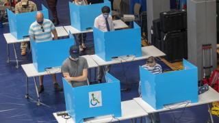 Дълги опашки и проблеми с машините по време на първичния вот в Джорджия