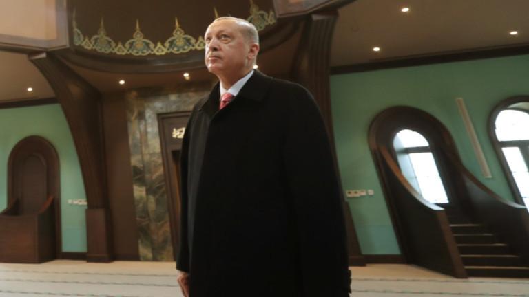 Ердоган смени управителите на половината провинции на Турция