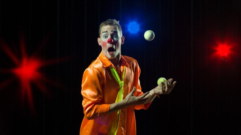 Cirque du Soleil проучва възможностите за преструктуриране на дълга, като