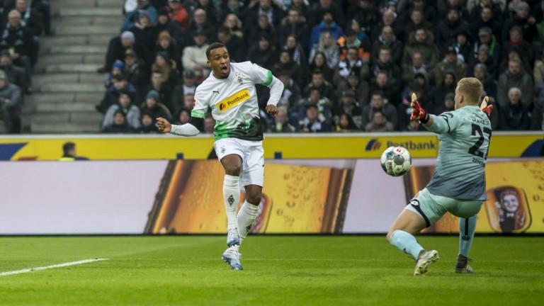 Борусия (Мьонхенгладбах) записа първа победа през годината, след като се
