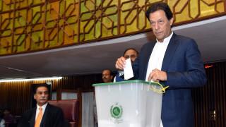 Бивш играч по крикет е новият премиер на Пакистан