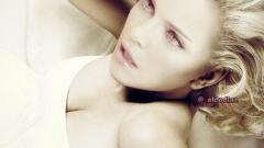 Мадона сваля младок в Интернет