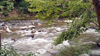 Планински реки преливат след обилните валежи