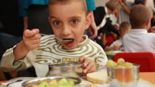 923 нарушения за месец при храненето на децата в градините
