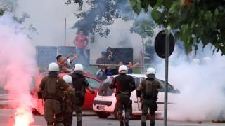 В Солун националисти нападнаха полицията с камъни