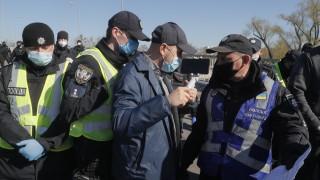 Носенето на маски на публични места в Украйна вече е задължително
