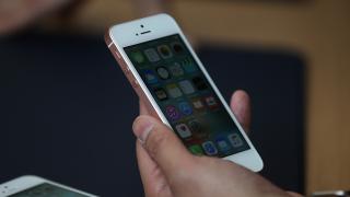 Apple може да изнесе цялото производство на iPhone за американския пазар извън...