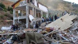 16 ученици загинаха при срутване на общежитие в Турция