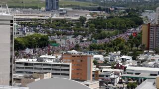 Полицията използва сълзотворен газ срещу масови протести в Пуерто Рико