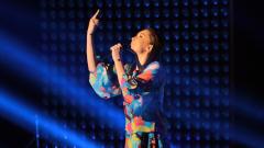 """Дара Екимова изпя """"Синьо"""" за баща си на небето на концерта на ММ (СНИМКИ + ВИДЕО)"""