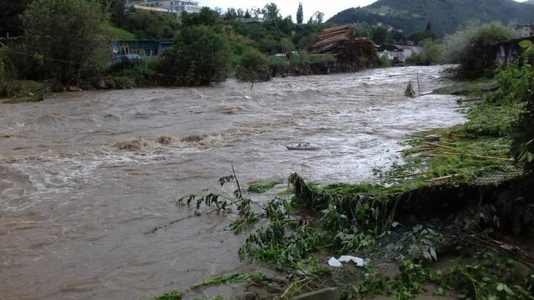"""Дъждът предизвика второ свлачище в """"Сарафово"""""""