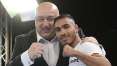 Министър Кралев присъства на финалния кръг от Националната боксова лига и награди победителя в категория до 56 кг Боян Асенов