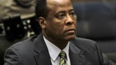 Докторът на Майкъл Джексън е освободен от затвора