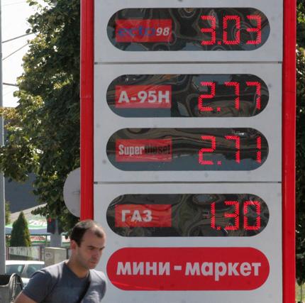 Под 1.5% поевтинявали горивата през летните месеци