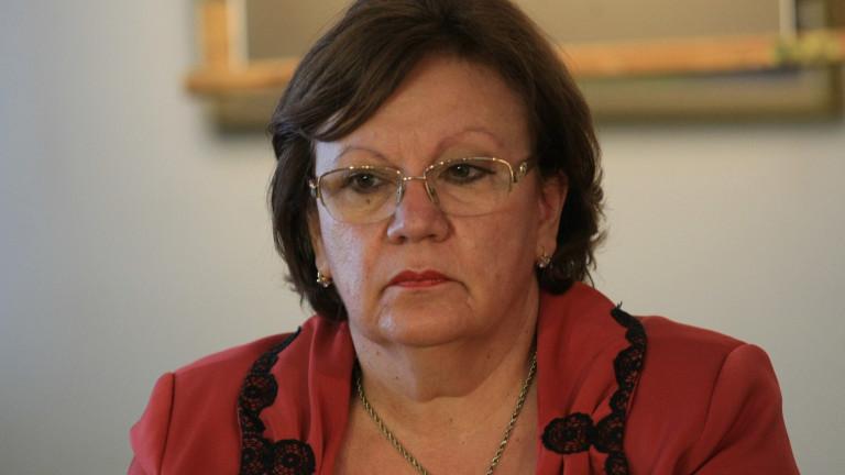 Кандидатът на ГЕРБ Корнелия Маринова води в Ловеч