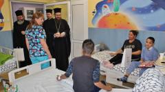 """Деца от """"Пирогов"""" получиха подаръци от патриарх Неофит"""
