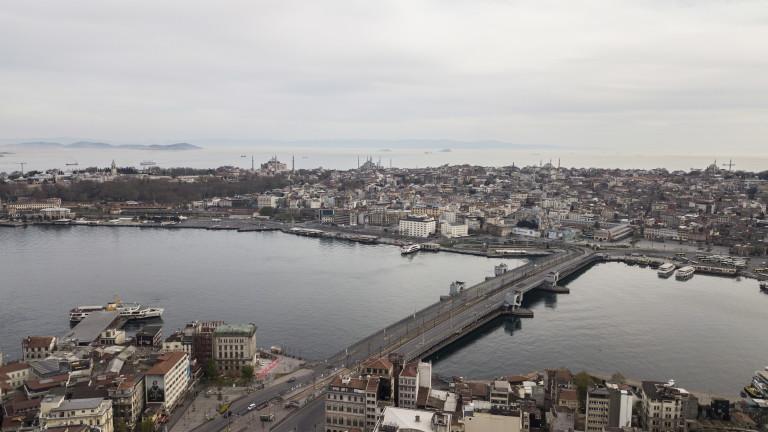 Дарители платиха сметките за вода и газ на 55 000 семейства в Турция