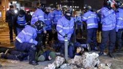 Протестиращи се биха с жандармерията в Румъния през нощта
