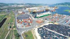 Силен вятър затвори пристанище Варна