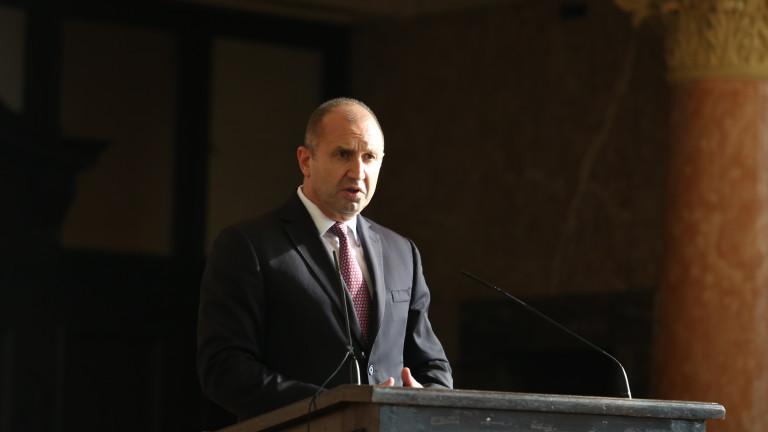 Радев очаква коалиция - Петков и Василев щели да раздвижат политическата сцена