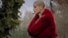 Джина Стоева си държи силикона! (ВИДЕО)